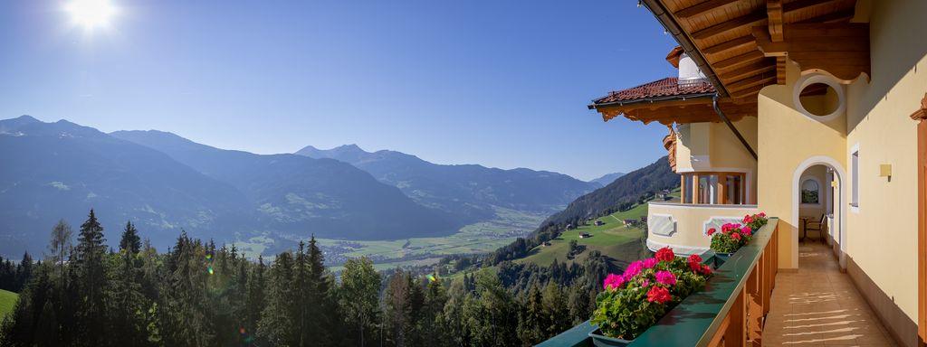 Blick Talauswärts Richtung Golfplatz, © becknaphoto