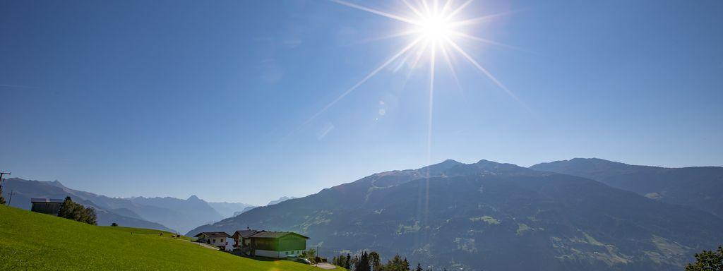 Sonnige Aussicht von der Tannenalm, © becknaphoto