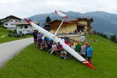 Gruppenbild der Modellflieger auf dem Starthang beim Alpengasthof Tannenalm