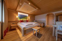 Geräumiges Zimmer der Tannenalm, © becknaphoto